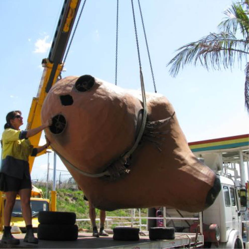 Giant Matilda the Kangaroo Head lifted onto truck