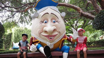 Hunter Valley Gardens Humpty Dumpty close up with Children Copy