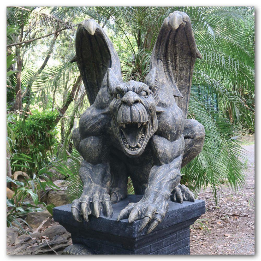 Mammals Fantasy mammals Gargoyles Giant on pedestal Product Image V px px