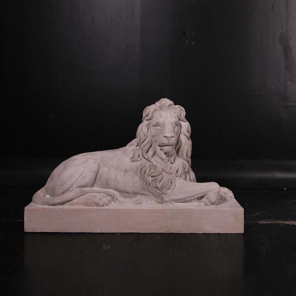 Lion Resting - Looking Right- part of set