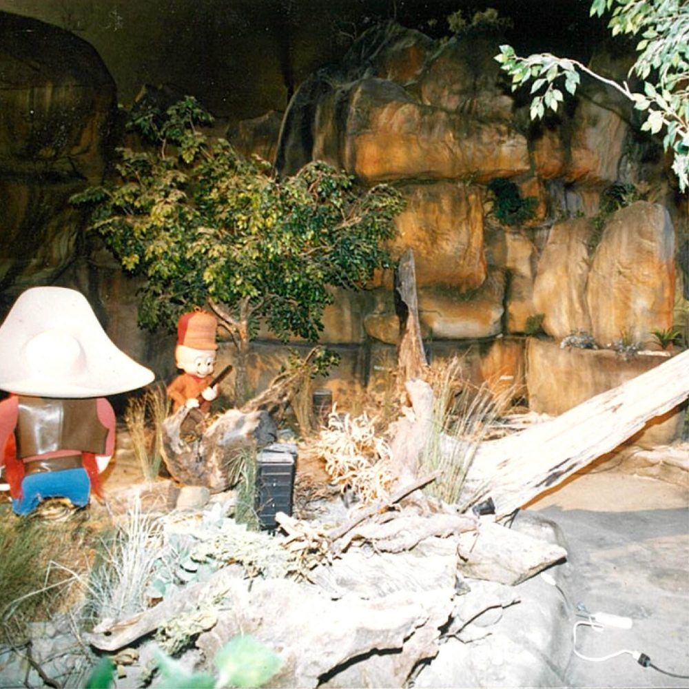 Movie World Looney Tunes Boat Ride Cave showing Exhibit Elma scaled
