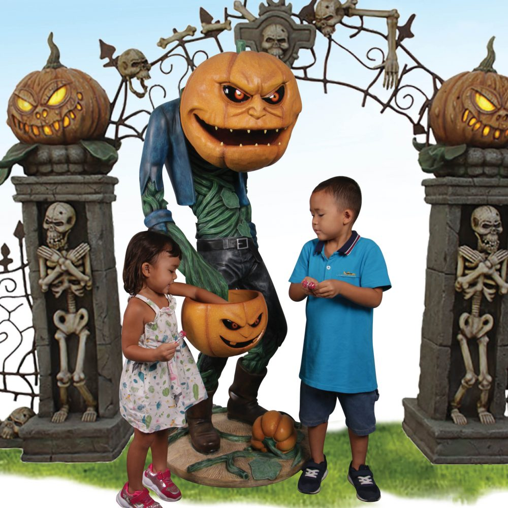 Scary Pumpkin Man with Candy Holder – 200009