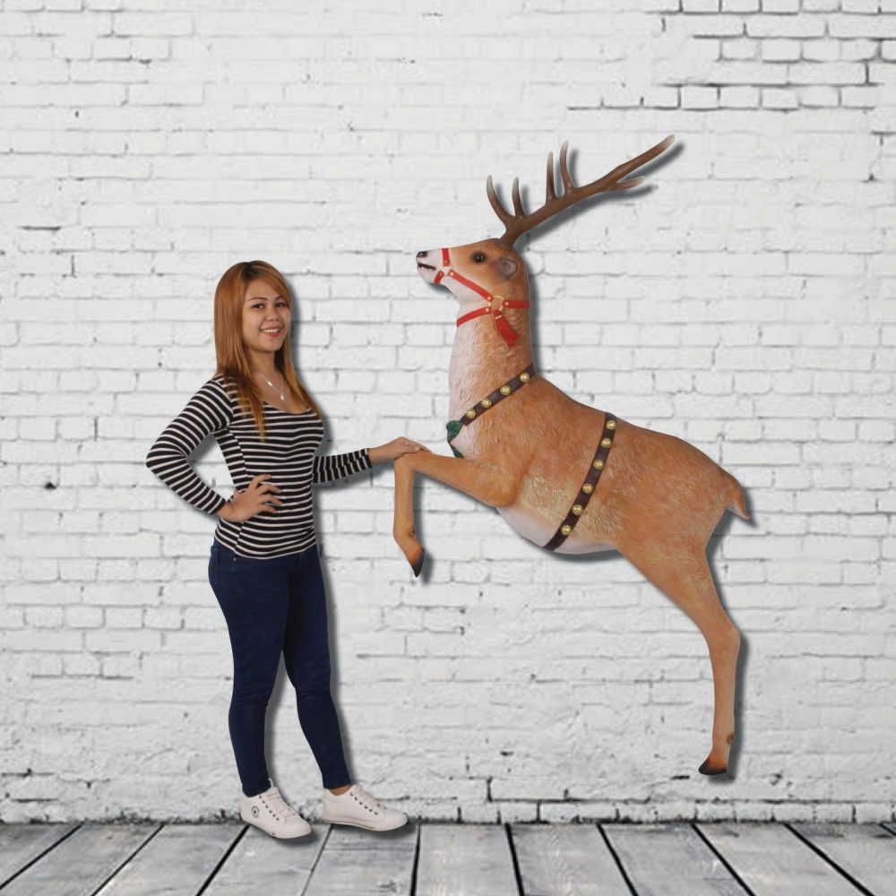 Reindeer Wall Decor - Christmas Props_with girl